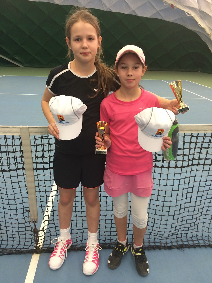 Simča Wirglerová 1.místo dvouhra a Natka Švarcová 3.místo