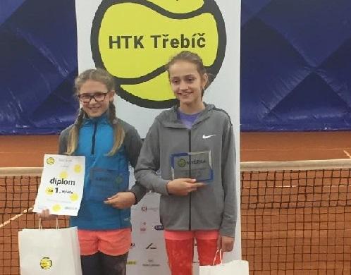 Nikča Borovičková a Emma Dvořáčková 1.místo ve čtyřhře