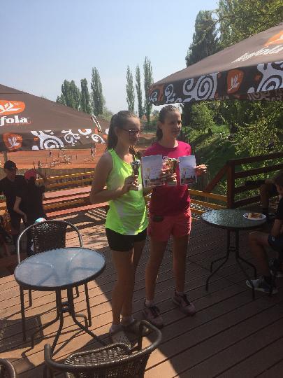 Simona Wirglerová vítězkou dvouhry i čtyřhry dorostenek