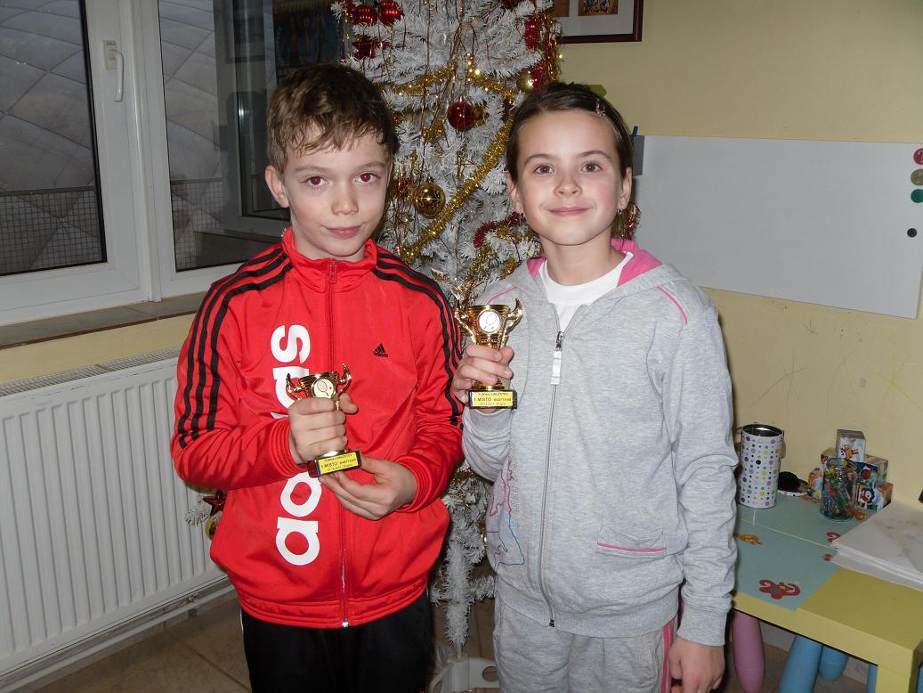 Vítězové vánočního turnaje dvojic v babytenise Samuel Guzoň a Lucia Če